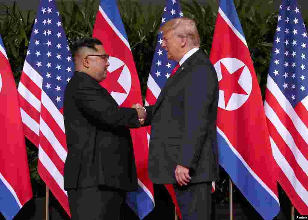 دیدار تاریخی رئیس جمهوری ایالات متحده و رهبر کره شمالی در هتل «کاپلا» در جزیره سنتوزا در سنگاپور برگزار شد.