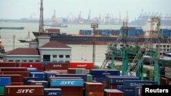 La disputa comercial entre EE.UU. y China está amenzando con debilitar la economía mundial y tiene en vilo a los mercados.