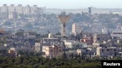 Menara air rusak akibat roket yang ditembakkan Israel di Beit Hanoun, Gaza, menurut warga setempat, 21 Agustus 2016.