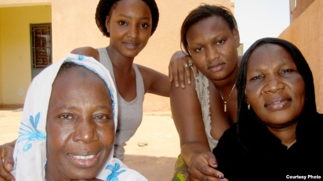 Mali women, displaced from the north, find shelter in Bamako. Credit: IDMC