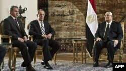 Egypt's interim president Adly Mansour (R) meets with Russian Foreign Minister Sergey Lavrov (2-L), and Russian Defense Minister Sergei Shoygu (L) on November 14, 2013 at the presidential palace in Cairo. (AFP)