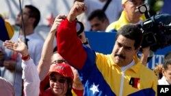 """""""El Presidente Obama ha dado hoy un paso en falso contra nuestra Patria, al firmar las sanciones a pesar del rechazo nacional y continental"""", señaló Maduro."""