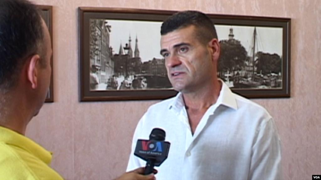 Tiranë: Patozi del me nismën e ndërprerjes së garës Basha-Selami