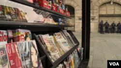 ILUSTRACIJA - Novine i časopisi na kiosku u Beogradu (Foto: VOA)