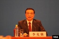 中国总理李克强举行中外记者会(美国之音东方拍摄)