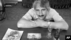 Jedan od crno-bijelih portreta Normana Gershmana: otac Alija Sheqera Pashkaja pomogao je jednom židovskom mladiću da izbjegne deportaciju u koncentracijski logor, skrivavši ga u svom domu dvije godine