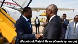 Mokonzi ya ekolo Togo Faure Gnassingbé ayambami na Vital Kamerhe, directeur ya cabinet ya président Félix Tshisekedi, na libanda ya mpepo ya N'Djili, Kinshas, le 15 mars 2015. (Facebook/Fatshi News)