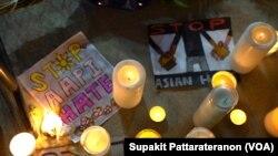 Orang-orang menyalakan lilin dalam doa bersama dalam demo menentang kekerasan anti-Asia di Almansor Park, Los Angeles, California, 21 Maret 2021.