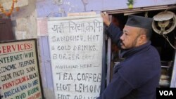 Owner Vikal Shreshta opens cyber cafe despite strike, Kathmandu, Nov. 17, 2013. (Aru Pande/VOA)