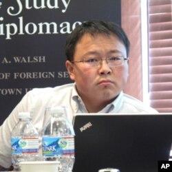 方堃认为互联网促进年轻藏人种族身份认同