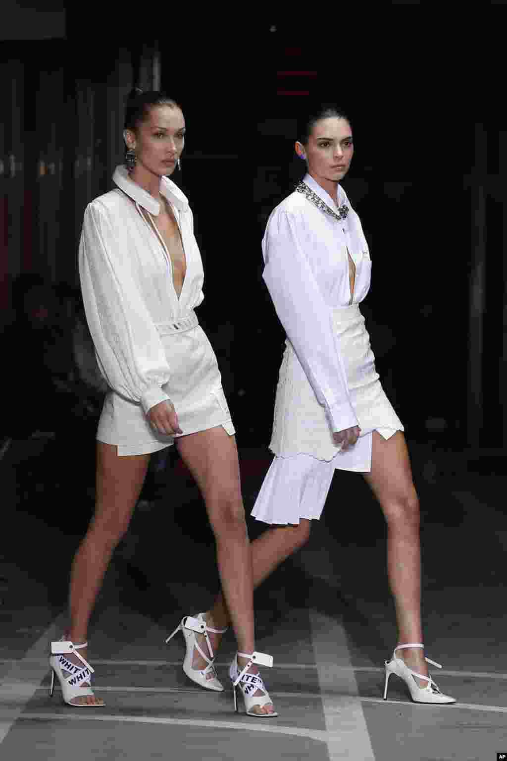 نمایش لباس های بهاره- تابستانه ۲۰۱۹ با حضور بلا حدید و کندال جنر در هفته مد پاریس