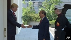 President Donald Trump welcomes Vietnamese Prime Minister Nguyen Xuan Phuc to the White House in Washington, Wednesday, May 31, 2017. (AP Photo/Susan Walsh)