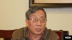 北京之春榮譽主編胡平 (美國之音方冰拍攝)
