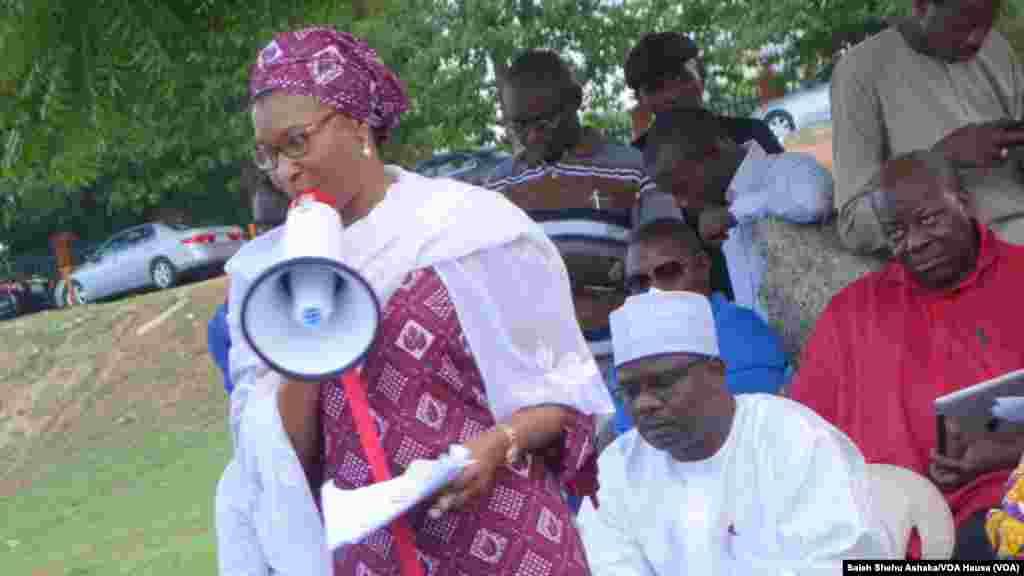 Matan kungiyar Musulmi ta FOMWAN reshen jihar Sokoto su na gangamin nuna bacin rai kan satar dalibai mata na Chibok.