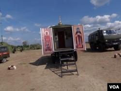 專門為俄軍服務的移動東正教教堂。(美國之音白樺拍攝)