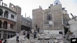 8月11日,叙利亚霍姆斯省政府军轰炸造成的废墟