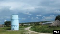 Estrada para o Saurimo na província do Moxico onde estradas são um dos grandes problemas