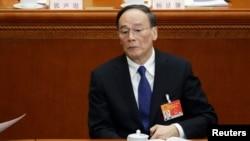 中共反腐大总管王岐山参加人大会议(2015年3月5日)