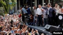 """El presidente de la Asamblea Nacional, Juan Guaidó, acompañado por legisladores de la oposición, participó de una manifestación en la que dijo que deben ser el pueblo, las fuerzas armadas y la comunidad internacional """"quienes nos lleven a asumir claramente el mandato""""."""