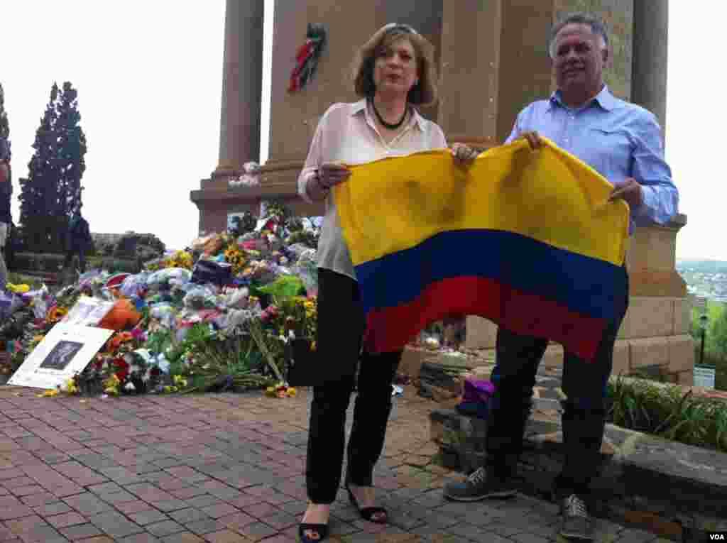 Dos colombianos en Pretoria. [Foto: Celia Mendoza, VOA].