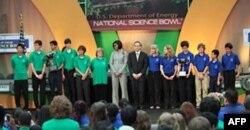 奥巴马夫人和能源部长朱棣文祝贺北卡科学与数学高中队和阿尔布奎基专科学校队
