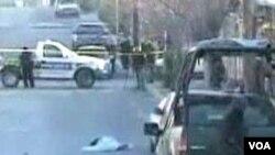 Kepolisian Meksiko saat melakukan operasi penumpasan narkoba.