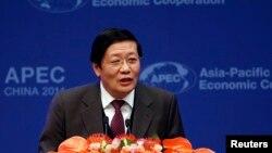 Menteri Keuangan China Lou Jiwei dalam pertemuan APEC di Beijing. (Foto: Dok)