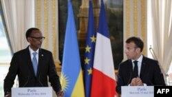 Presida Paul Kagame w'u Rwanda na Emmanuel Macron w'Ubufaransa Bahuriye i Paris, taliki 23 z'ukwa gatanu 2018.
