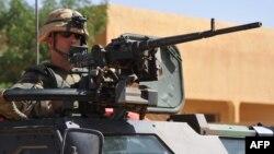 Patrouille française à Gao, 3 février 2013, pendant que la mission Serval effectue des raids aériens dans la région de Kidal.