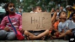 由于一些国家实行移民限制政策导致难民不满,已经到达土耳其并希望继续北上欧洲的难民举行了静坐抗议,儿童也加入了抗议活动。