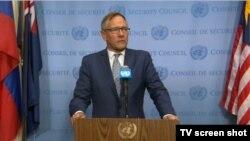 유엔 안보리 9월 의장국인 뉴질랜드의 제라드 반 보히만 대사가 북한을 규탄하는 언론성명을 읽고 있다.
