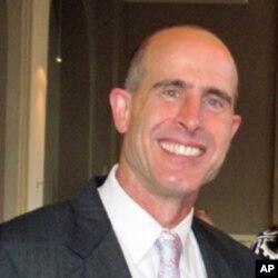 代表加州监狱犯人的律师之一史蒂芬•法马