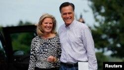 Tugas utama Ann Romney (kiri) adalah untuk menampilkan sisi lain suaminya yang juga calon Presiden, Mitt Romney (foto: dok).