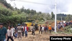Tim SAR berupaya melakukan pencarian korban longsor di Toba Samosir, Sumatera Utara, Jumat, 13 Desember 2018. (Courtesy photo: BPBD North Sumatra)
