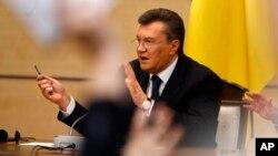Viktor Yanukovich bugun Rossiyaning Rostov-Don shahrida matbuot bilan ko'rishdi. U raqiblarini terror va qo'rquvni qurol qilib olganlikda ayblab, Kiyevdagi muvaqqat hukumatni noqonuniy, deya ta'rifladi.
