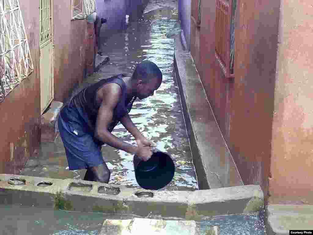 Chuva em Luanda. Foto enviada por Whatsapp