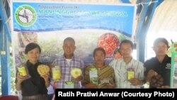 Ratih Pratiwi Anwar (paling kiri) bersama TKI purna yang didampingi (courtesy: Ratih Pratiwi Anwar)