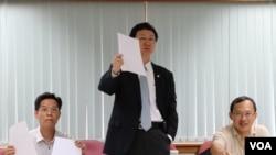 """""""两岸政策协会""""理事长童振源(中)"""