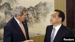 Ngoại trưởng Mỹ John Kerry gặp Thủ tướng Lý Khắc Cường tại Bắc Kinh, ngày 16/5/2015.