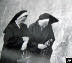 """1985-1988年代号为""""宫廷-1""""的行动,监视对象是宗教人士"""
