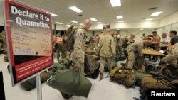 Los infantes de marines de la Compañía Fox, a su arribo al Aeropuerto de la Base Royal de la Fuerza Área Australiana en Darwin.