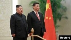 김정은 북한 국무위원장과 시진핑 중국 국가주석이 베이징에서 회담한 사진을 10일 북한 관영 조선중앙통신이 공개했다.
