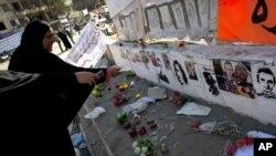 埃及女抗議者12月7日在開羅解放廣場悼念在埃及革命中的死難者