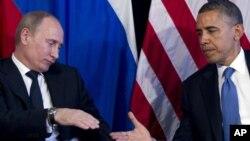 Barack Obama conversó por teléfono este lunes con el mandatario ruso, Vladimir Putín, izquierda, y le agradeció por colaborar en la investigación de los atentados en Boston.