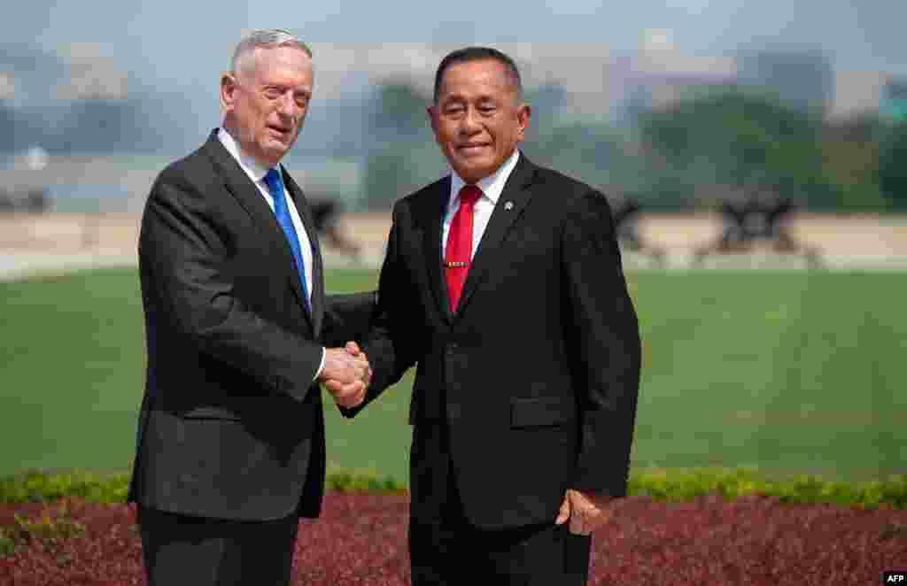 دیدار جیم متیس، وزیر دفاع آمریکا با همتای اندونزیایی در پنتاگون