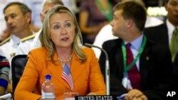 ທ່ານນາງ Clinton ກ່າວຄໍາປາໄສຕໍ່ກອງປະຊຸມປະຈຳປີ ຂອງບັນດາໝູ່ເກາະ ໃນເຂດມະຫາສະມຸດປາຊີຟິກ ທີ່ມີສະມາຊິກ 16 ປະເທດ ໃນວັນສຸກວານນີ້ ຢູ່ທີ່ເກາະ Cook.