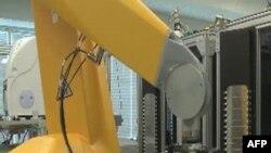 Robot mới có thể trắc nghiệm 10 ngàn hóa chất mỗi tuần