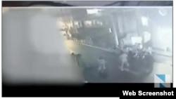 Camera giám sát an ninh quay được cảnh vụ ẩu đả ở Osaka ngày 6/9/2015.