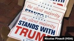 Une pancarte en soutien de Donald Trump lors de la convention républicaine, Cleveland, le 18 juillet 2016 (VOA/Nicolas Pinault)