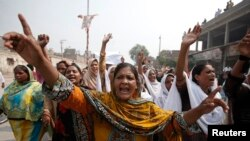 23일 파키스탄 기독교인들이 페샤와르의 한 교회에서 발생한 자살폭탄 테러를 규탄하는 시위를 열었다.